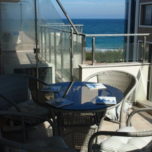 The large terrace is ideal for having al fresco meals, sunbathing, or observing the coast