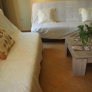 Всеки диван има достатъчно пространство за съхранение на спално бельо и пр.