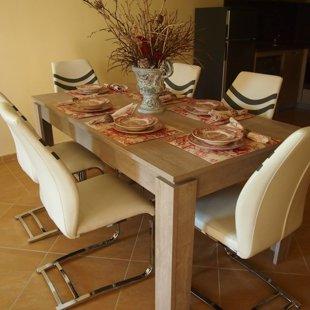 Мы обеспечиваем высокое качество столовые приборы на восемь.