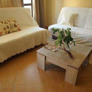 И диван-кровать в гостиной, чтобы растянуть.
