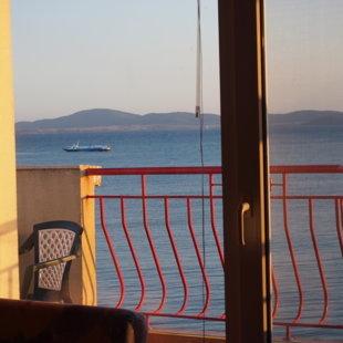 Красота моря можно насладиться и от внутри квартиры